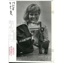 1985 Press Photo Lisa Lankins Shows Souvenirs - ora48808