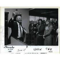 1990 Press Photo Ken Hurt after two-hour flight in supersonic jetliner