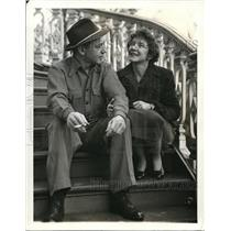 1941 Press Photo Helen Hayes & husband Charles Mcarthur at their Victorian Home