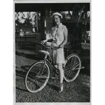 1934 Press Photo Genevieve Kenntz at Golf and Tennis Club in Palm Beach