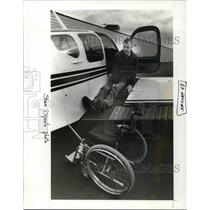 1987 Press Photo Carl Hay, operates plane with special levers