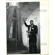 1984 Press Photo Denis Grace president of Grace Aircraft Co. shows off gondola