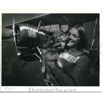 1984 Press Photo Suzanne Oliver in Travelair cockpit with co-pilot Charlie Brown