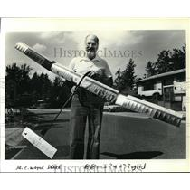 1984 Press Photo Wayne C. Drake with Free Flight Tow-Line Gilder - ora20745