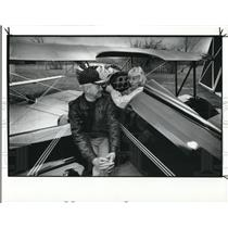 1988 Press Photo Charles Reed Jr and Gretchen Reed in one of the antique plane