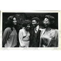1979 Press Photo Monika Jones, model with Johnnnie & Julia Stokes & Geraldine ?