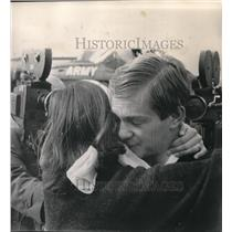 1968 Press Photo Ted Gumeson embraced by wife at Seattle's Boeing Field