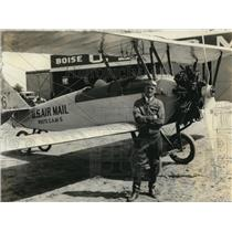 1932 Press Photo Leedon D Culleback and Plane before first flight