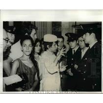 1970 Press Photo Hijacked Air Algerie Plane Passengers Talk to Policemen