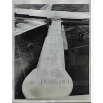 1958 Press Photo Chicago a new telescoping walkway to get passengers on or off