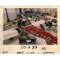 1987 Press Photo Dale Dutcher with a N24720 plane - ora20703