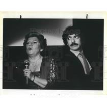 1981 Press Photo Maxine Andrews, singer with Phil Campanella, - ora14671