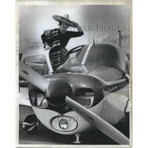 1963 Press Photo Patty English flying tour Mexico in Piper Cherokee 180
