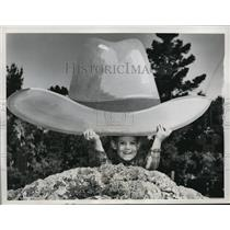 1961 Press Photo Ricky Bechter with the huge hat at the Grand National Rodeo