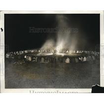 1927 Press Photo of a council fire for the Chippewa Nation in Wisconsin.