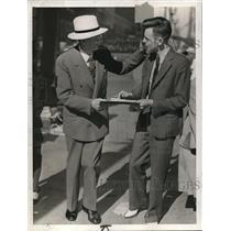 1938 Press Photo Frank Otwell and a news reporter - cva34936