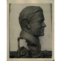 1920 Press Photo Hoover's bust made in a water faucet connection - ned81605
