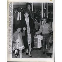 1965 Press Photo Mrs. William C. White and her children John and Ann
