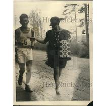 1927 Press Photo Indian Runners