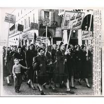 Press Photo Parisian Women & Children's Demonstration