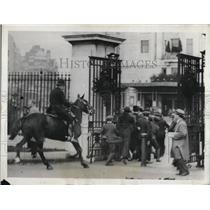 1931 Press Photo Rioting Unemployed Chased by Mounted Police in London