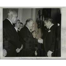 1950 Press Photo Havana Cuba Cuba's President Carlos Prio Socorras shakes hands