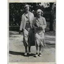 1933 Press Photo Virginia Colton and Marjorie Turner at Hotel Bermudiana,Bermuda