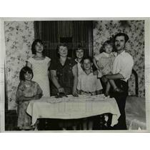 1934 Press Photo Mrs. Edith Norma Petres with her family after she had won