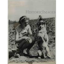 "1937 Press Photo Nancy Loftis and dog ""Sonny"" light cigarette Virginia"