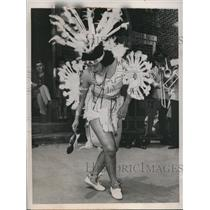 1944 Press Photo Okemah Boudinot Performs Native American War Dance