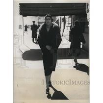 1919 Press Photo Mrs. Stuart Waller Strolling Park Avenue