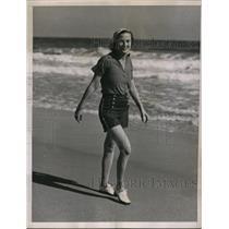 1937 Press Photo of Mrs Charles Fair at the Spray Club in Palm Beach Florida.
