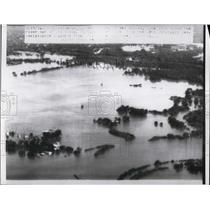 1954 Press Photo Columbus Ohio photo shows river out of its banks