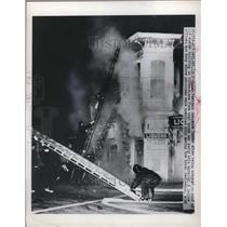 1950 Press Photo Three-alarm fire at the hotel in Oakland, California