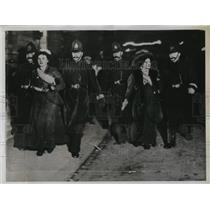 1935 Press Photo Women voters being arrested by London bobbies
