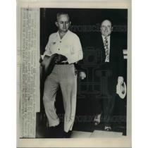 1949 Press Photo William Hugh Morris (right) and Deputy Sheriff Roy Leslie