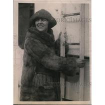 1922 Press Photo Mrs. John H. Walsh's Arrival