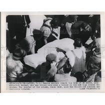 1949 Press Photo Rescue workers carrying the body of Ed Moore