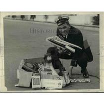 1928 Press Photo Everyday's Christmas to Patrolman Stanley H. (Happy) Palaska