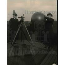 1921 Press Photo Experiments with the Pilot Balloon at the United States Weather