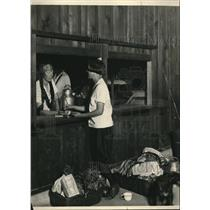 1924 Press Photo Girl Scouts Learn Budgeting at Camp Andree