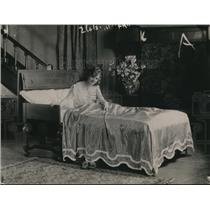 1920 Press Photo A bed with a reclining & lifting feature with pushbutton