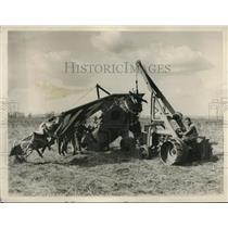 1928 Press Photo Soldiers Remove French Embassy Plane Wreckage
