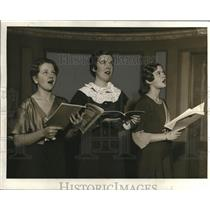 1922 Press Photo MAbel Swark, Roslyn Skuls,Gladys Stevens sing Xmas carols