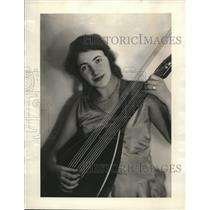 1930 Press Photo Cinncinati Ohio Ruth Kessler in a lute concert