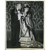 "1941 Press Photo Joe Howard Beatrice Kay ""Columbia's Gay Nineties Revue"""