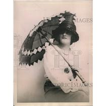 1922 Press Photo A parasol of ribbons woven in open design for sun shade