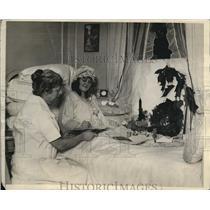 1926 Press Photo Dorothea Antel vaudville girl injured & here with nurse