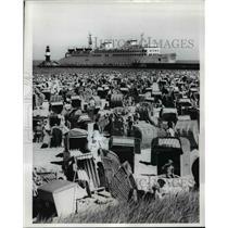 1966 Press Photo of beach goers in Warnenmuende East Germany.