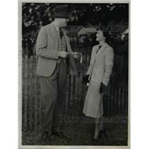1937 Press Photo Socialites Thomas & Mrs. Pell meets at the West hill Race